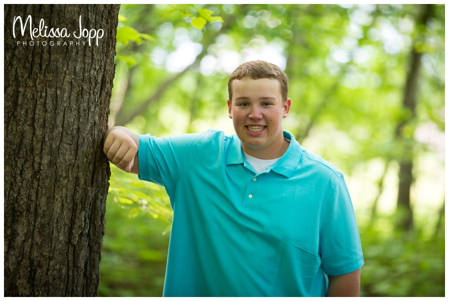outdoor senior pictures in chanhassen mn with senior picture photographer