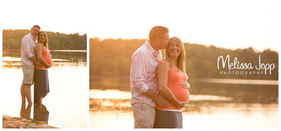 maternity pictures on the lake with chanhassen mn maternity photographer