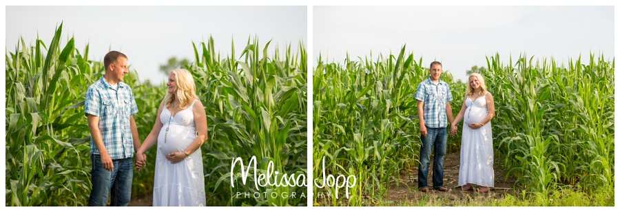 maternity pictures at the farm with waconia mn maternity photographer
