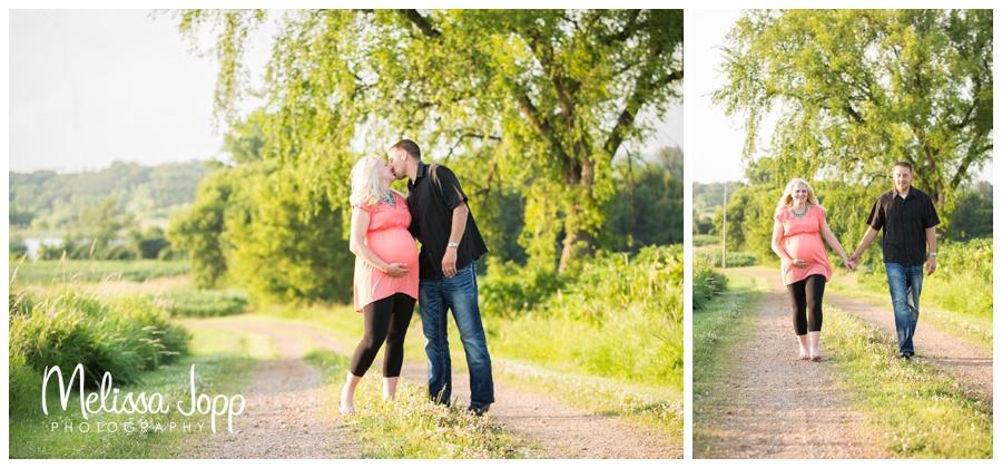 outdoor maternity photos with waconia mn photographer