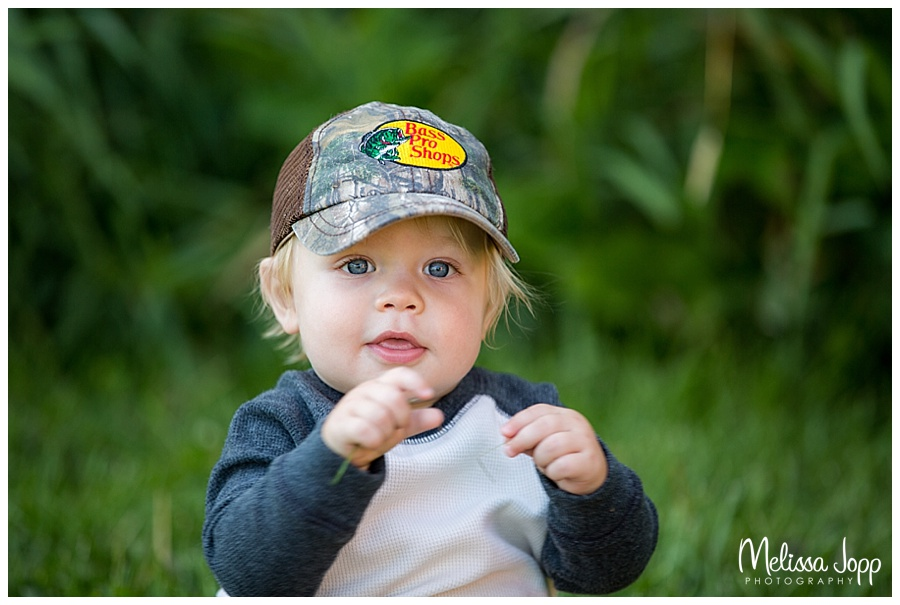 outdoor family pictures at baylor park mn