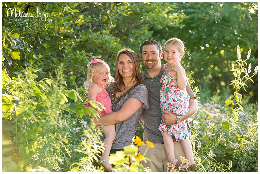 outdoor family pictures at arboretum in chanhassen mn