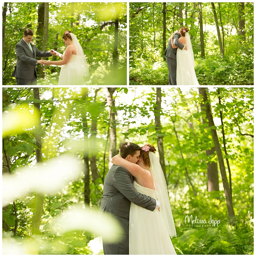 bride and groom wedding pictures outside minnetonka mn
