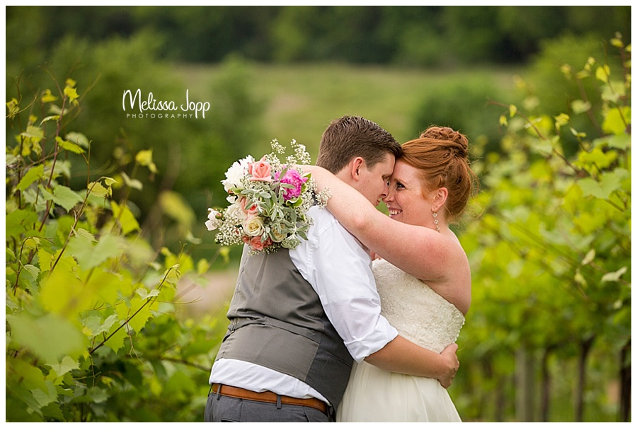 bride and groom winery pictures mn