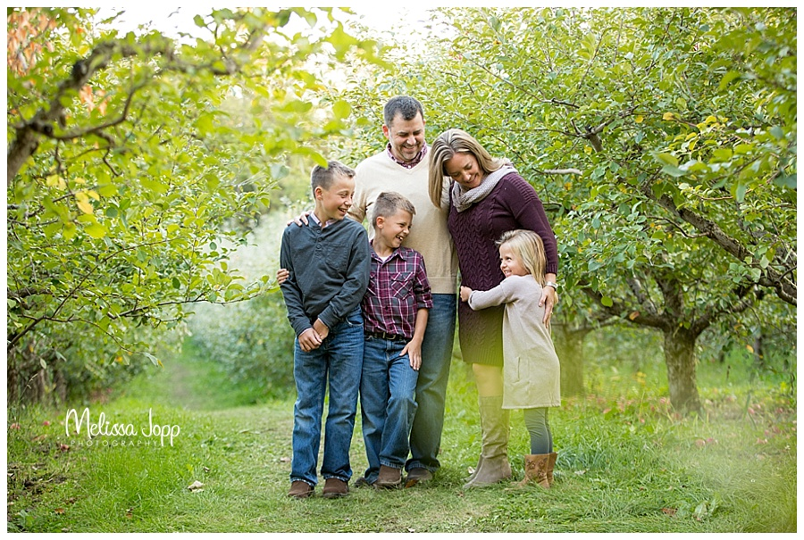 family pictures at an apple orchard minnetonka mn