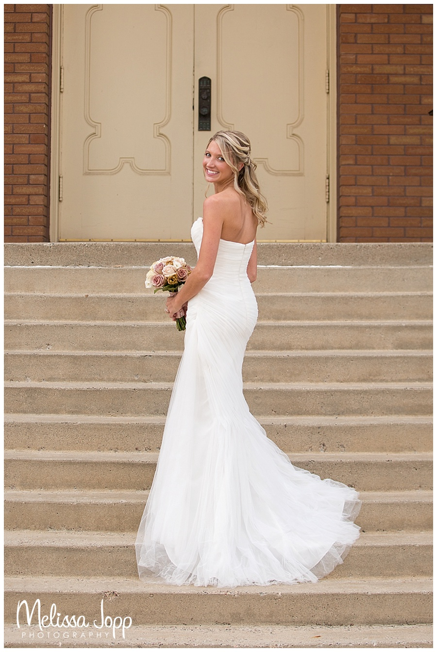 photo of the bride on steps nya mn