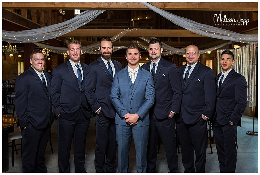 groomsmen wedding pictures mn